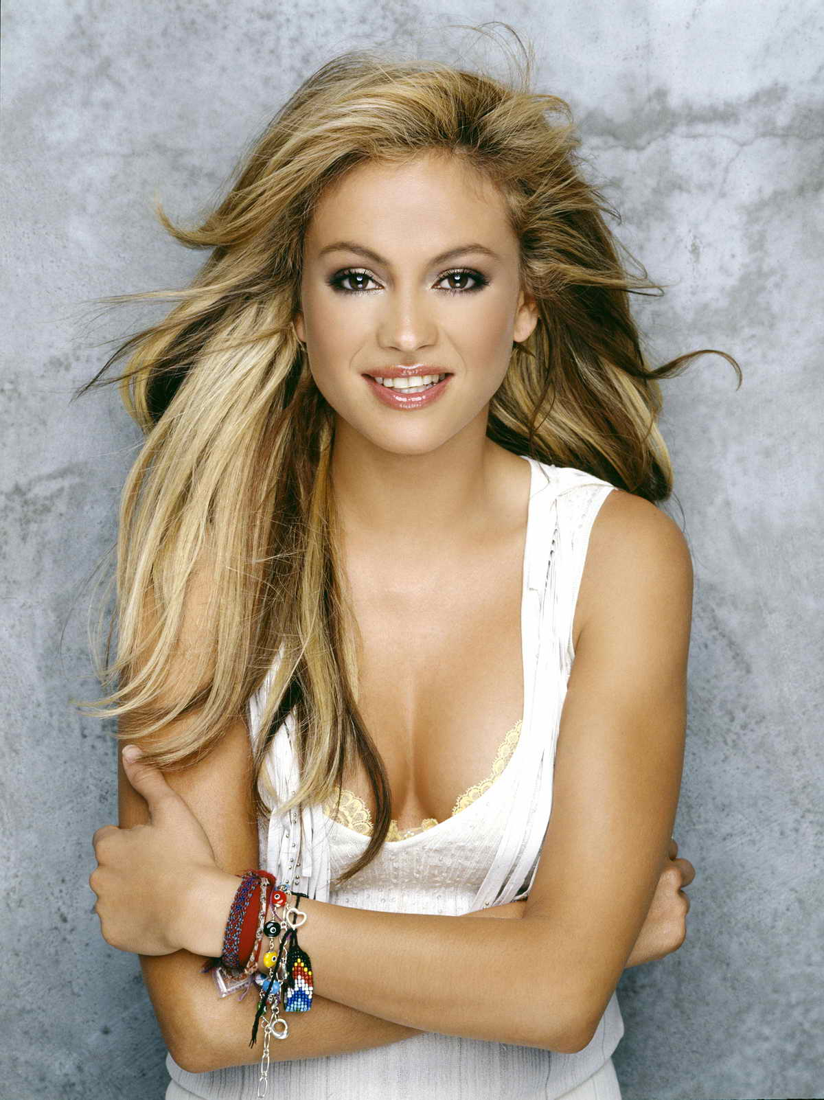 paulina latino personals Buoyed by a pair of chart-topping singles (no me enseñaste and tu y yo), this album was thalía's first to hit number one on the top latin albums chart, reaching number 22 on the top 200 -- a feat at the time.